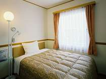 広さ11.88平米のシングルルームには幅140cmのベッドがあり快適な睡眠を演出してくれる