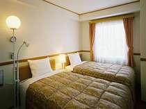 14.58平米のツインルームには幅110cmのベッドがあり、カップルや親子での利用にオススメ♪