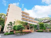 ◆湯河原駅②番のりばから【バスで約15分】源泉郷で下車・すぐ!高台の静かで落ち着きあるお宿です。