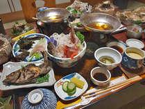 ある日の夕食。漁師の宿ならでは!新鮮な料理の数々。