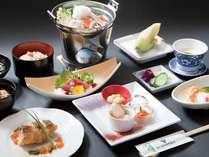 当館、料理長が厳選した食材を用い季節感あふれるお料理を提供