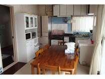 冷蔵庫、台所は、ご自由にお使いください。但し、使用した食器、調理器具は、各自で洗ってください。