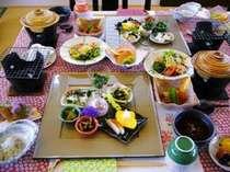 小さな宿の朝食は、お野菜がたっぷり!品数多くても ヘルシー(高評価)