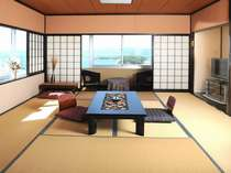 お部屋からの景色は・・・海と山が1枚の絵のように見えます(和室一例)
