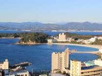 お部屋からの景色(白浜温泉と熊野の山々)