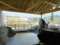 【男性露天】渓谷を望み、清流の音を聞きながら、ゆったりできる露天風呂