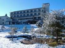 【外観・冬】雪にたたずみ透明感あふれる瑞泉郷外観