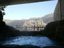 【露天風呂】季節によっては雪見も楽しめる、自慢の泉質と眺めが自慢の露天風呂です。