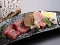 【花の膳】「前沢牛の陶板焼」赤身とサシの食べ比べ!