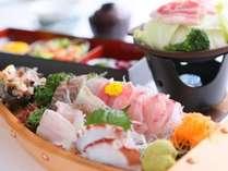 【舟盛和定食】地魚を中心のお刺身がボリューミー♪厚切りの刺身が特徴です。