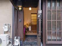 ・古い良き佇まいを今に残す玄関
