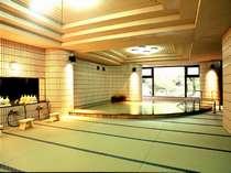 【館内浴場・月の湯】隅々までびっちりと畳を敷いているのは小野屋だけ!