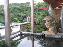 ・半露天風呂では開放的な気分で湯あみをお楽しみいただけます