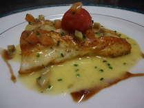 魚料理一例「スズキのソテー 信州産白ワインのソース」