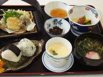 かえで定食(一例)。どなたでも食べやすい和食膳になります