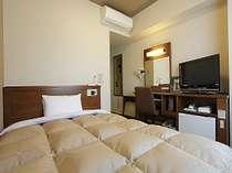 140cm幅のゆったり広々したベッドです。