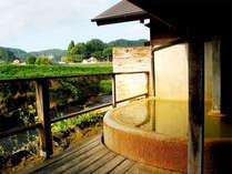 【露天風呂】芹川を眺めながらのんびりおはいりいただけます。