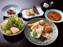 *【夕食一例】薬膳料理は3~5種類、全体で30~50品目をご用意しております。