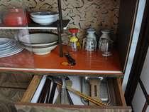 素泊・自炊専門ならでは!調理器具・食器などはお部屋に全て整っております。