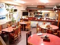 食堂兼中華料理店の店内。お食事はこちらになります。