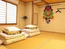 宿泊される和室。五島名物バラモン凧が飾っています。
