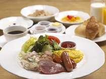【朝食】洋食カフェテリアスタイルしっかり召し上がった後は、自然体験プログラムへ!