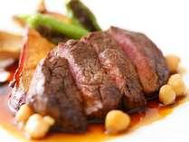 フルコースのメインは2品!お魚とお肉料理で大満足です♪※一例