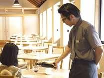 【レストラン】お料理に合うワインを取り揃えております(レストランマネージャー阿部)