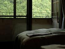 【客室】洋室ツインルーム ~自然の採光をあびる~
