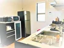 冷蔵庫・電子レンジ・食器など充実の設備です