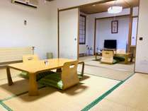 8畳と6畳の和室(501・2号室)ふすまで部屋を仕切ることができます。