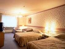 【南館】洋室(ツインベッド)静かで落ち着きある空間。日常の喧騒から離れてゆったりお寛ぎください。