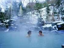 【女性露天風呂】「万病の湯」雪に囲まれた山あいの温泉地ならではの景観をお楽しみください。