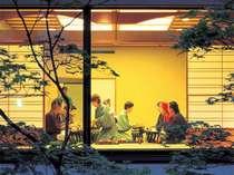 部屋食プランを大人計9名以上で予約すれば、小宴会場での会食もOK!(要事前問合せ)