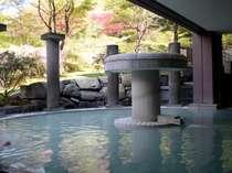 春本番間近!こちらは露天風呂の様子です。つつじがとってもキレイ!