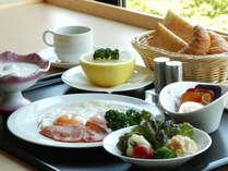 【湯の里/洋朝食(本館宿泊のお客様用)】予約時の申し出で、基本の和食から洋食へご変更も可能です。