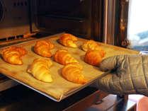 【朝食ビュッフェ】焼き立てクロワッサン