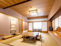 【本館特別室】(12畳+ツインベッド/78平米)和モダンなインテリアの12畳の和室。
