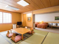 【西館】バリアフリールーム(10畳間+ツインベッド+ソファベッド/61平米)段差の少ないつくりの和洋室です。