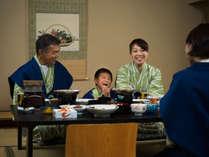 【お部屋食】ご家族揃って気兼ねなくお部屋でお食事。上げ膳据え膳をお楽しみください。