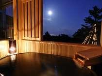 満月の夜 楕円型の信楽焼陶器風呂月や星を眺めながら湯浴みが心地よい