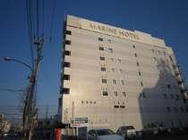 朝日を浴びた市原マリンホテル