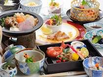 料理長自慢の懐石料理 ※季節や仕入状況によって内容は変わる為、写真は一例になります