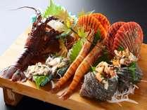 【海鮮盛り】伊勢海老・アワビ・帆立・サザエなど朝獲れの豪華魚介の数々!