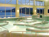 海水の特性を最大限に活かした独自の温海水多機能プール!!14種類のゾーンをお楽しみください!