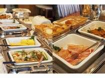 和食・洋食の朝食バイキング。 種類豊富なお料理を日替わりで!
