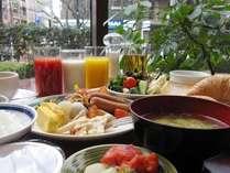 気持ちの良い窓辺で朝食を♪