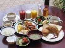 窓辺で朝食を~♪