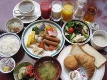 朝食バイキング☆こ~んなに沢山の種類があります。