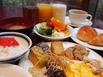 バイキング朝食の一部です☆和洋種類豊富!名物・明太子もあるよ♪